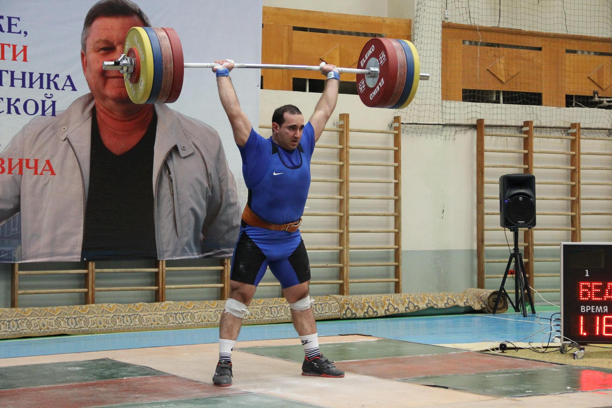 турнир по тяжелой атлетике фото
